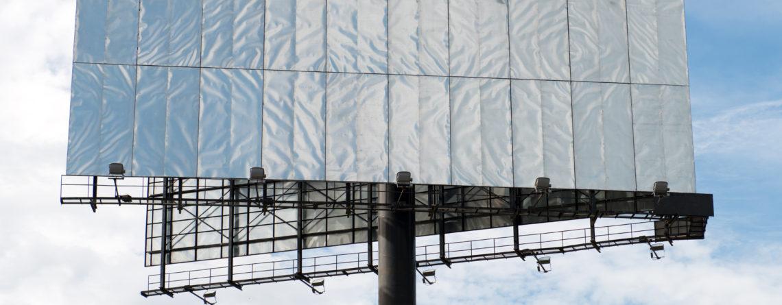 Außenwerbung- mit Bannern die Aufmerksamkeit auf sich ziehen